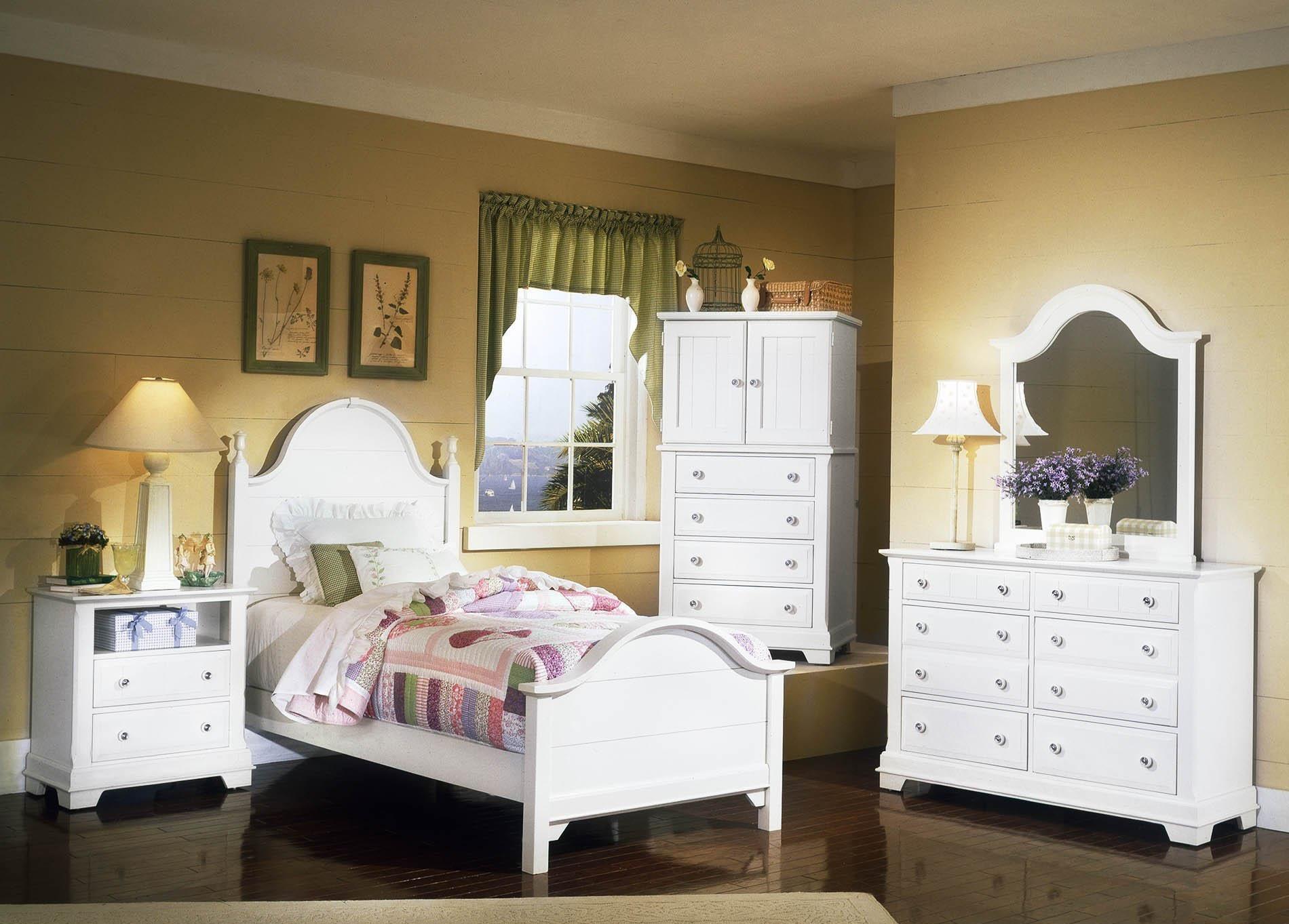 Cottage Snow White Bedroom By Vaughan Bassett