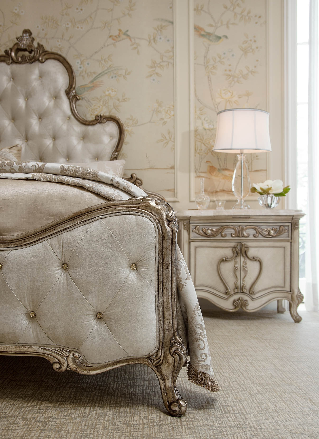 Platine De Royale Champagne Bedroom By Aico