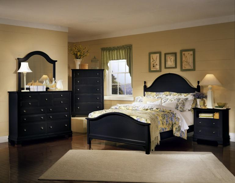 Cottage  Black  Bedroom Image 2