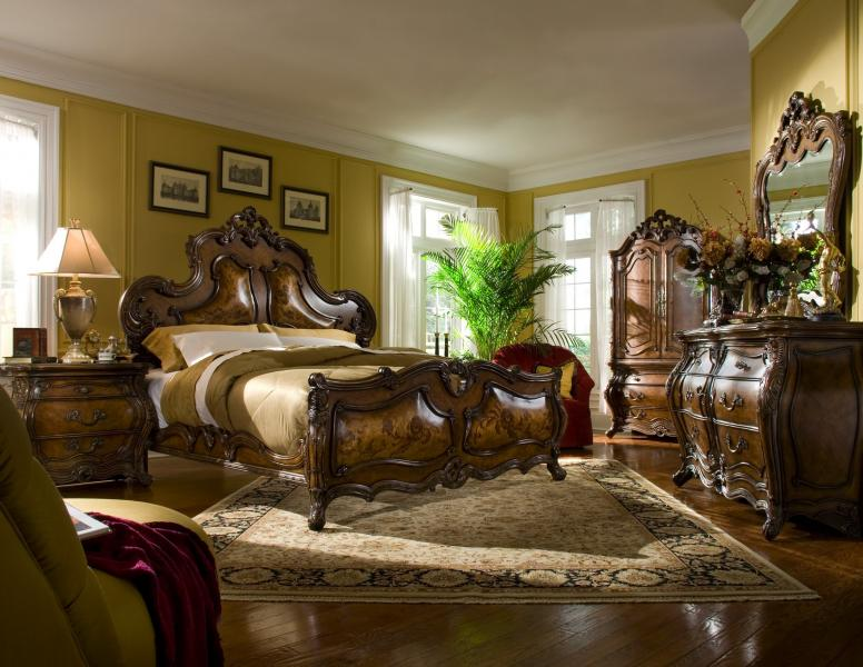 Palais Royale Bedroom Image 1